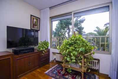 Spacious apartment in Sant Gervasi district of Barcelona